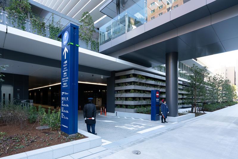 バスターミナルと駐車場の出口