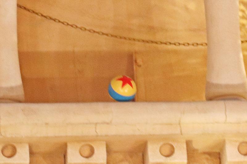 パーク内の何か所かにある、隠れピクサーボール
