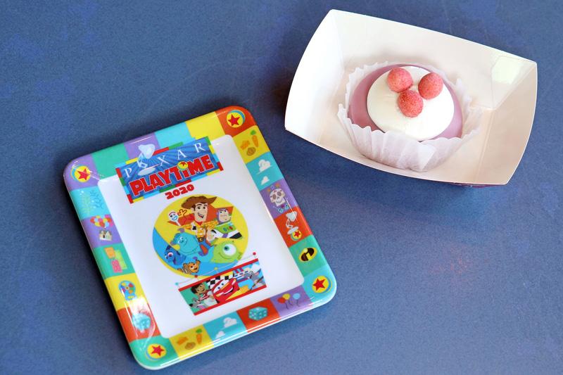 「ブルーベリーチーズケーキ、スーベニアプレート付き」(800円)