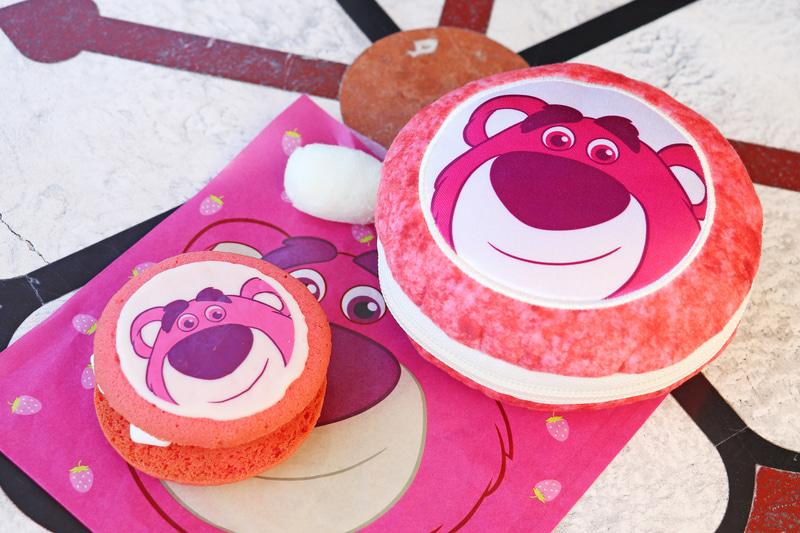 「ロッツォのクッキーサンド」(単品400円、スーベニアポーチ付き1300円)