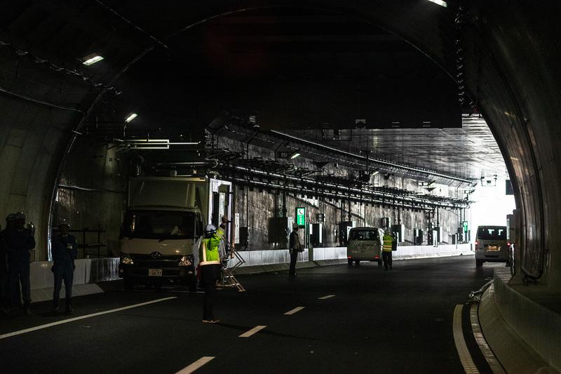 現場公開は横浜北西トンネルの出口付近(横浜青葉側)で行なった