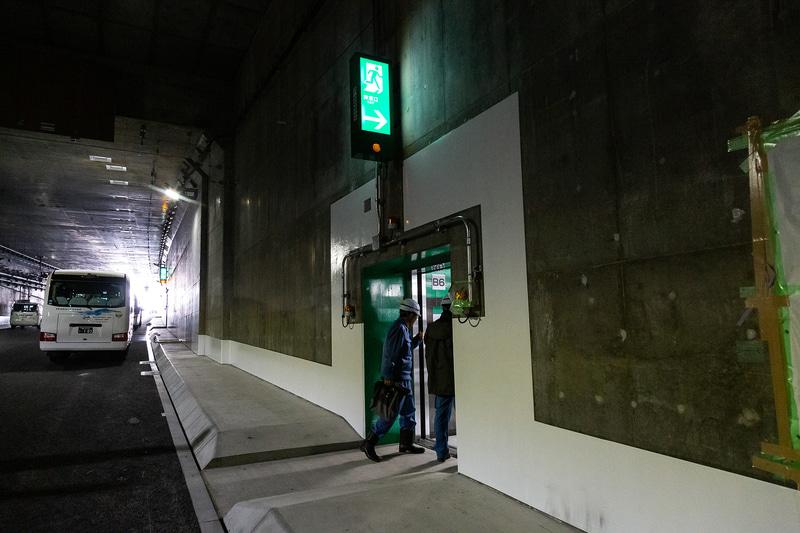 開削トンネル部分の非常口