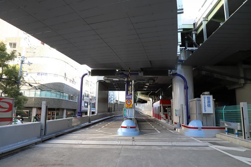 小路に伴い利用できなかった信濃橋入口も、信濃橋渡り線開通と同時に解放