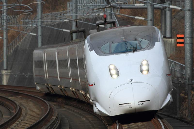 JR九州は、全線開業9周年を記念した割引きっぷ2種を発売する