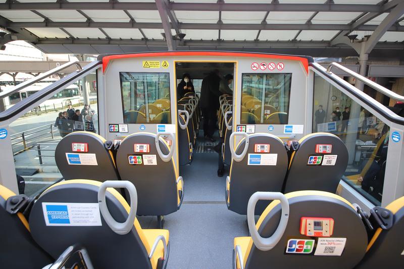「ハーフルーフオープンタイプ」は2階席前方に屋根付きの座席計20席を用意。冷暖房完備