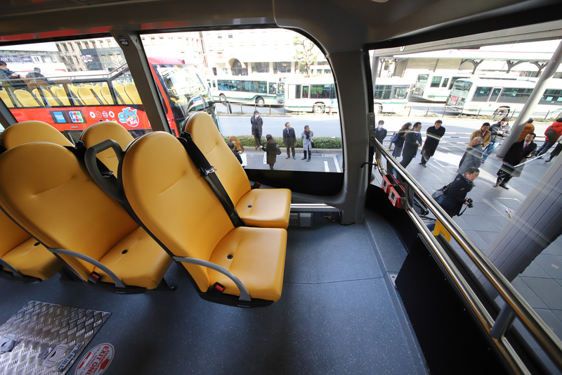 シートはコンパクトだが座り心地はわるくなく、薄いデザインのため思いのほかゆったり。最前列の視界もよく、競争率が高そうだ