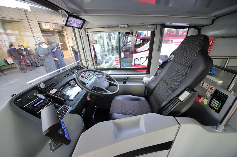 最新のバスらしく、運転席も洗練されているのを感じる