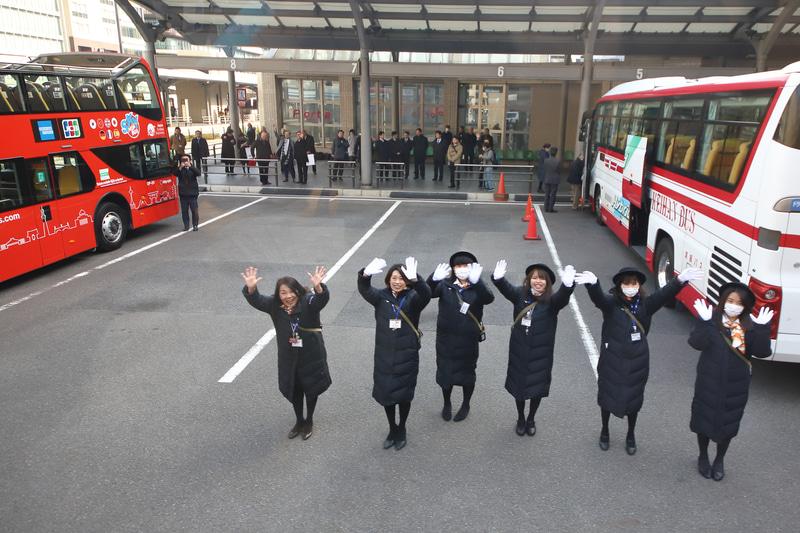 JR京都駅烏丸口を出発
