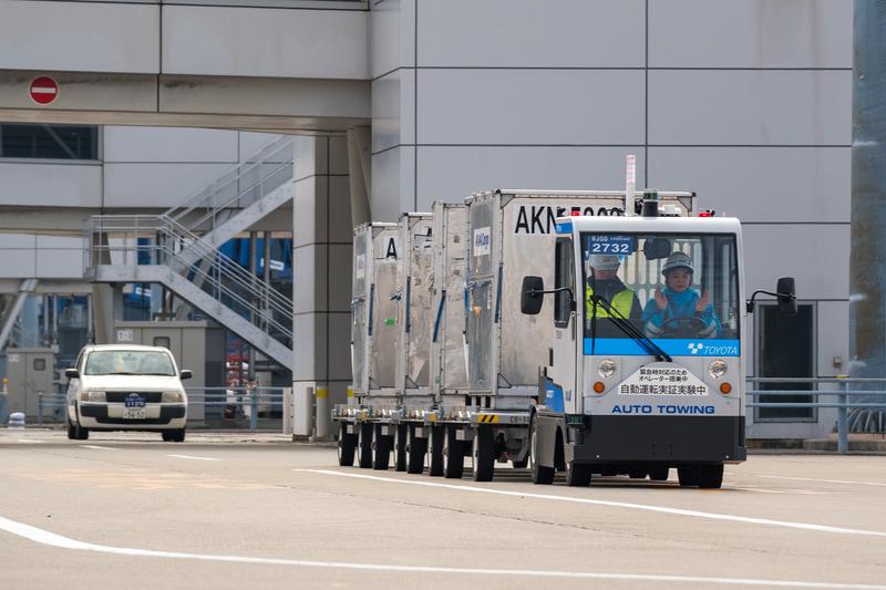 ANAと豊田自動織機が、セントレア(中部国際空港)で自動運転トーイングトラクターの実証実験を開始した