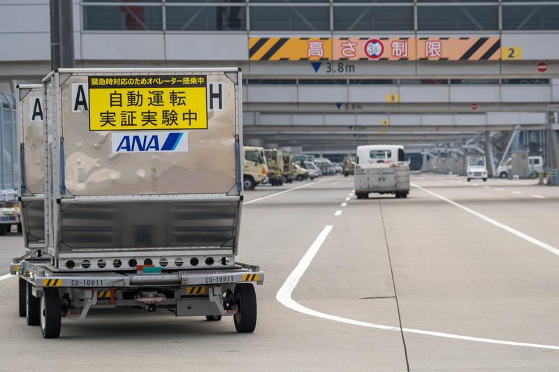 駐機場からターミナルビルにある荷さばき場への自動走行