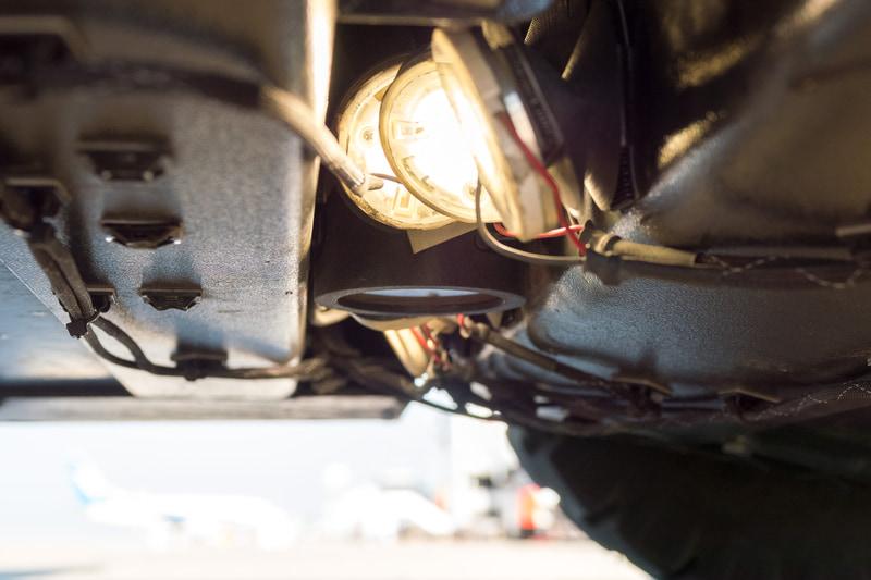 底部に搭載された路面パターンマッチング用のカメラ