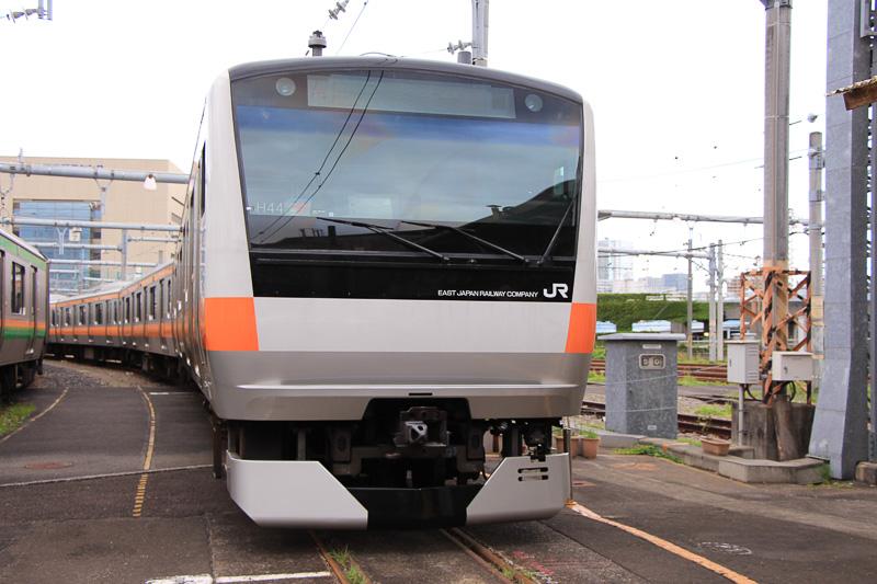 中央快速線などで運行しているE233系で、車内トイレの使用を順次開始する