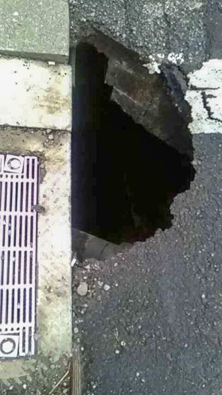 丸の内で2月16日に道路が陥没した