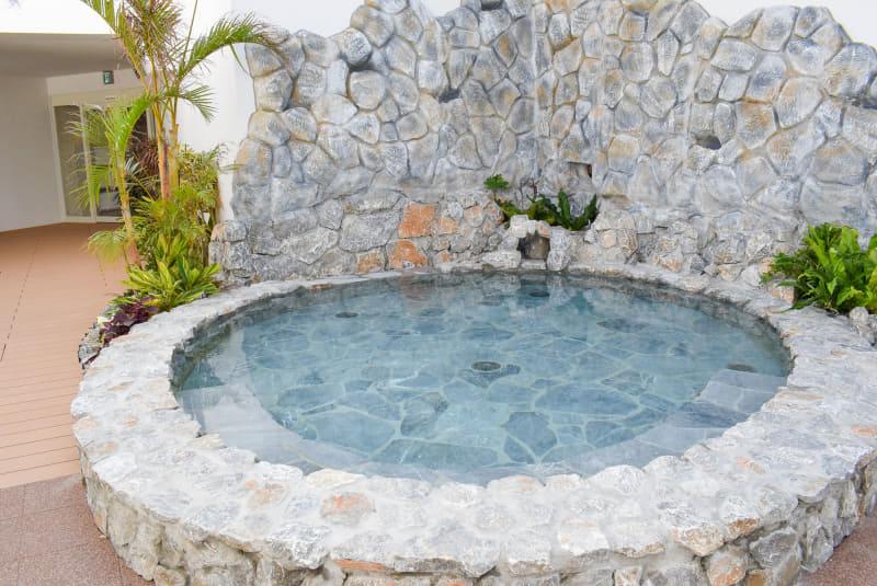 温泉水を使用した岩風呂