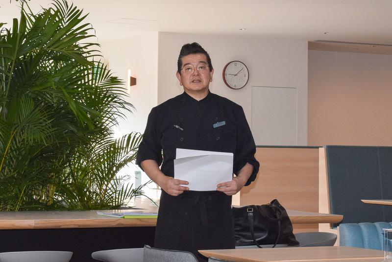 小笠原料理長が朝食のコンセプトを紹介