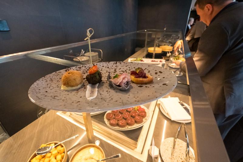 ビュッフェで提供された料理の一部。全体に味付けのメリハリがしっかりとした、舌にガツンとくる味わい