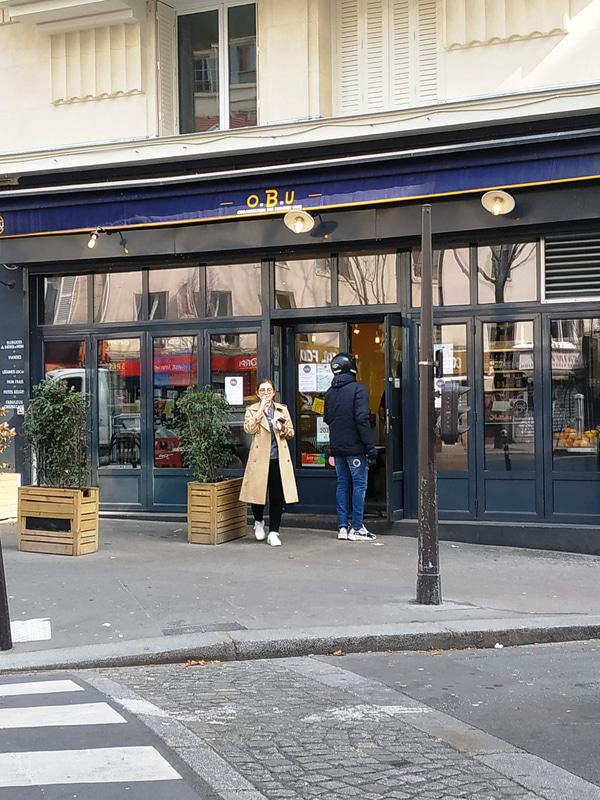 飲食店の営業は禁止なのですが、テイクアウトとデリバリーはOK。デリバリーをする人の姿がとにかく多いです