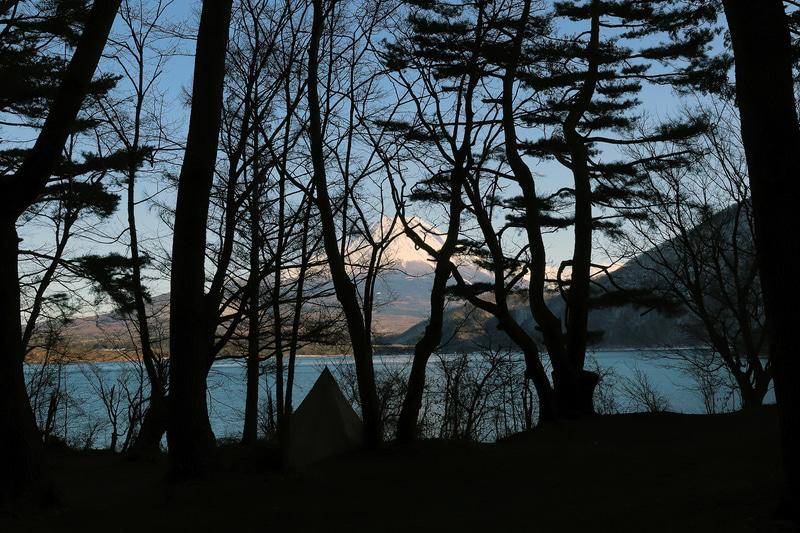 テントサイトでも、場所によっては富士山を眺めることができる。また炊事場やトイレが近いこともテントサイトの利点だ
