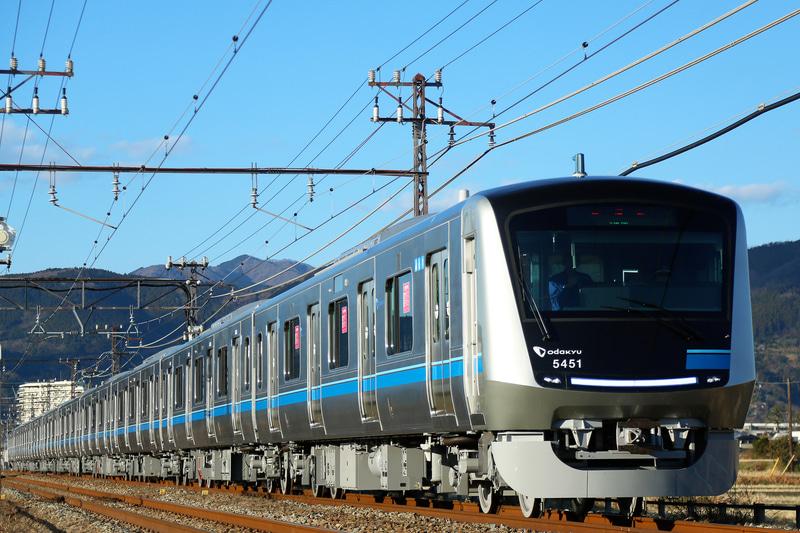 小田急は新型通勤車両「5000形」の営業運転を3月26日から開始する