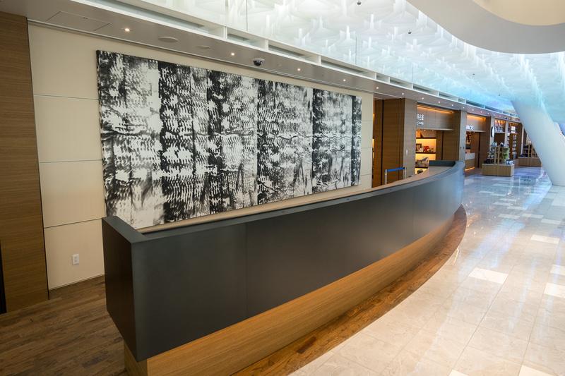 7×2.5mの土佐典具帖紙に描かれたアートが目を引く。4300万円(税別、送料別)で販売も可能という
