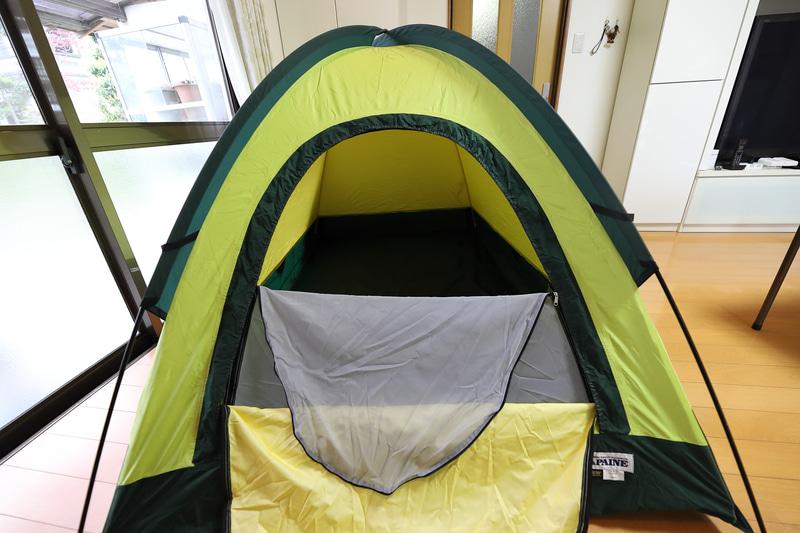 開口部は蚊帳とゴアテックスのカバーがある。今回は空け放していたが、夜中に猫が入ってきた
