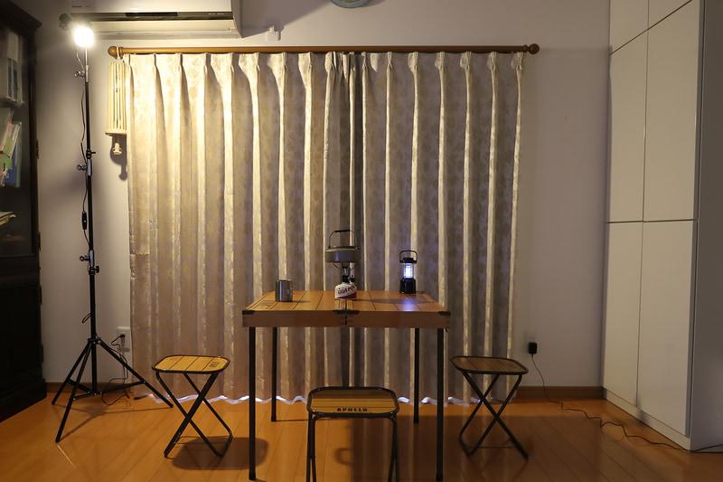 テントを畳みテーブルだけとした例。これだけでも日常と大きく異なる空間になった