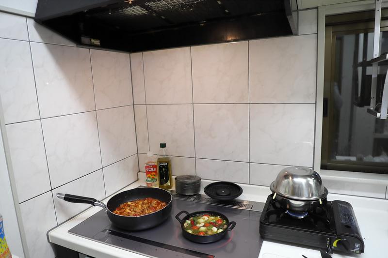 キッチンの換気扇の下で行なうこと。ベランダでの燻製はNG