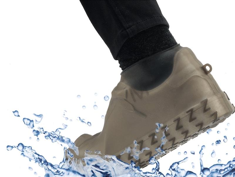 ミヨシは「防水シューズカバー」を発売する