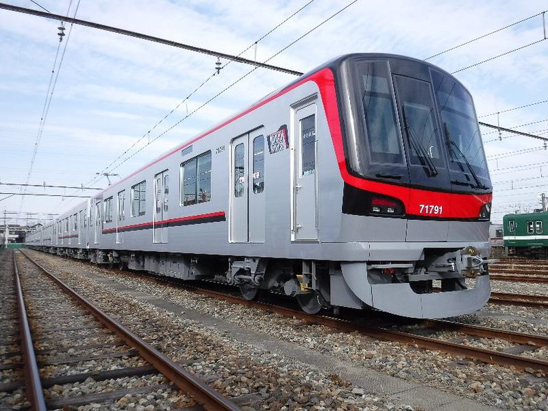東武鉄道70090型車両を使う「THライナー」