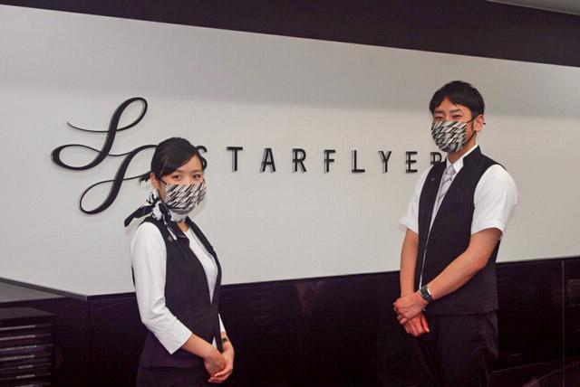 着用イメージ。写真左は6月に勇退する代表取締役 社長執行役員 松石禎己氏