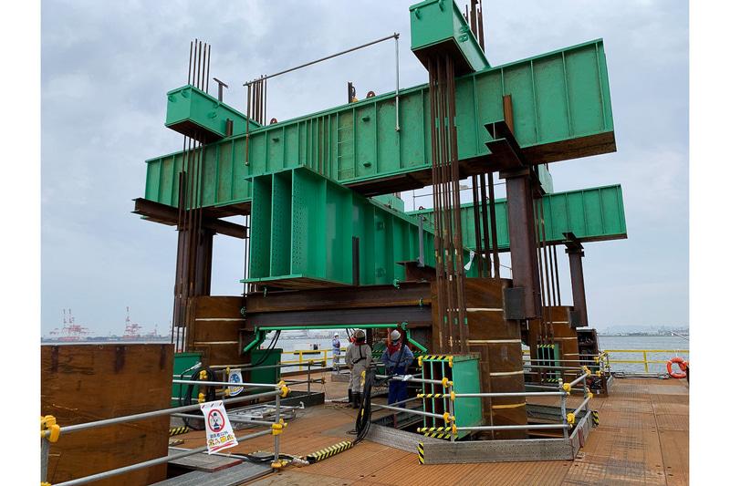 大阪湾岸道路西伸部の海上長大橋建設に向けた「縁直載荷試験」を公開