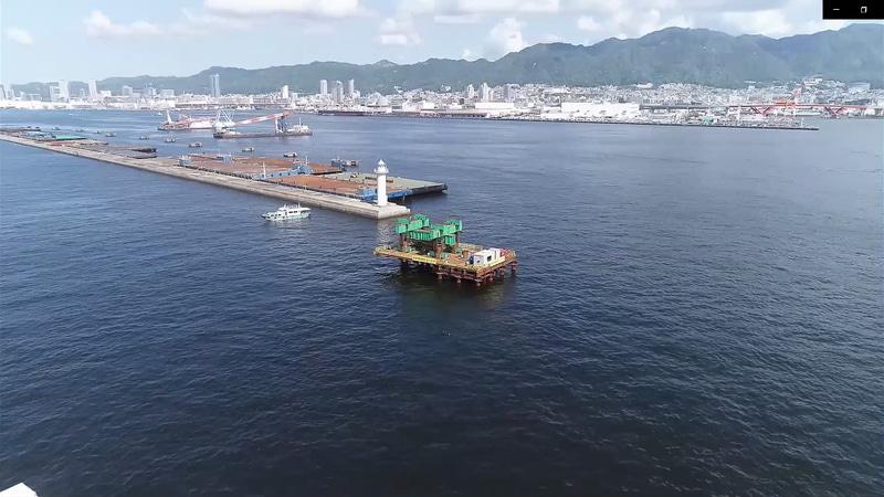 ドローンで撮影された載荷試験のための海上ステージ