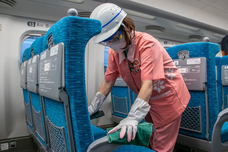 新しい生活様式のなかで新幹線はどのようなコロナ対策をしているのか