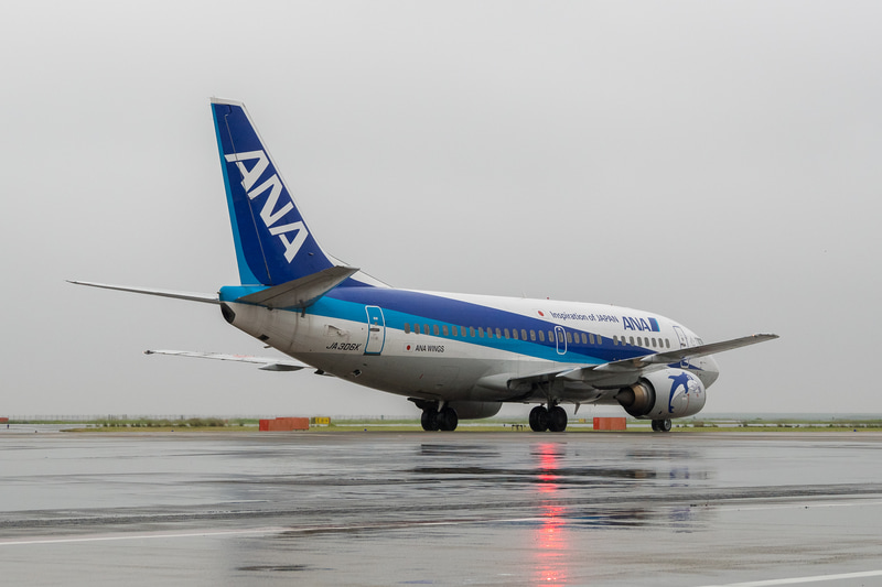 羽田空港の22滑走路(B滑走路)に着陸後、第2ターミナルの前を通過して82番スポットへ
