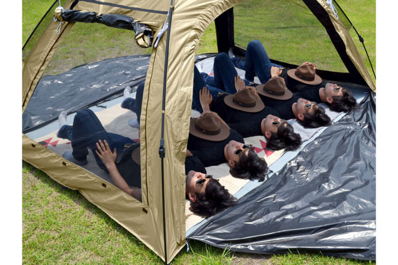 大人5人が寝そべることのできる大型サイズ