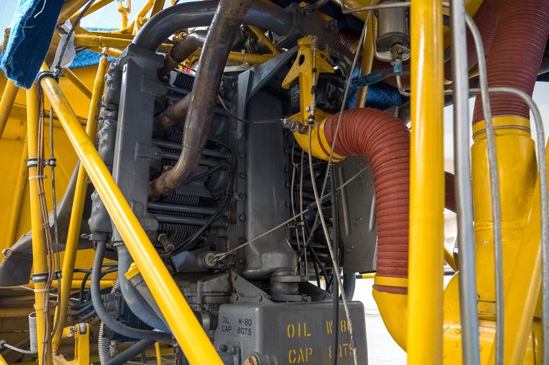 エンジンは「フランクリン6V4 200C 32型」。水平対向6気筒のレシプロエンジンで、最高速度は156km/h。航続距離は168km、1時間45分の飛行が可能だったという。ちなみに退役までの総飛行時間は4833時間38分だという