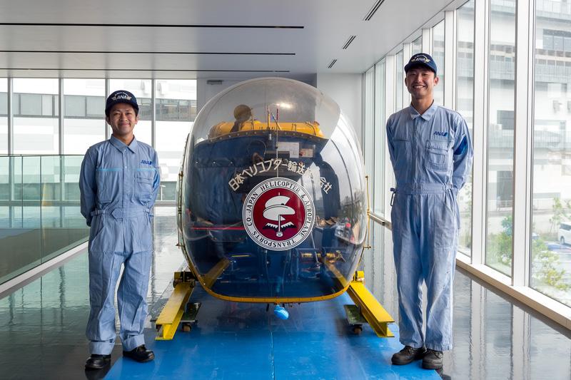 ライン整備士として一等航空整備士資格を持つ松本俊太氏(左)と、ドック整備士の福島一志氏(右)