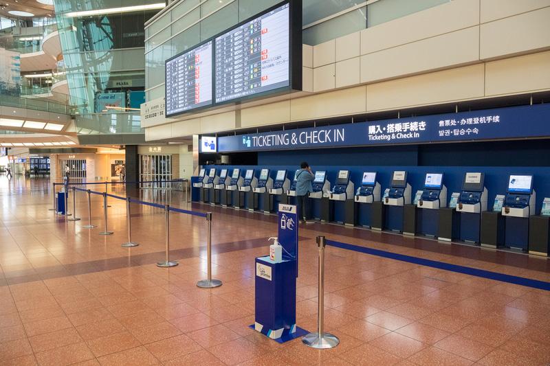 出発ロビー南側の自動手荷物預け機(ANA BAGGAGE DROP)や、自動チェックイン機も稼働を再開