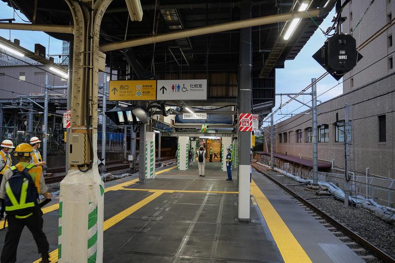 東京寄りではホーム幅が約7.5mとなる