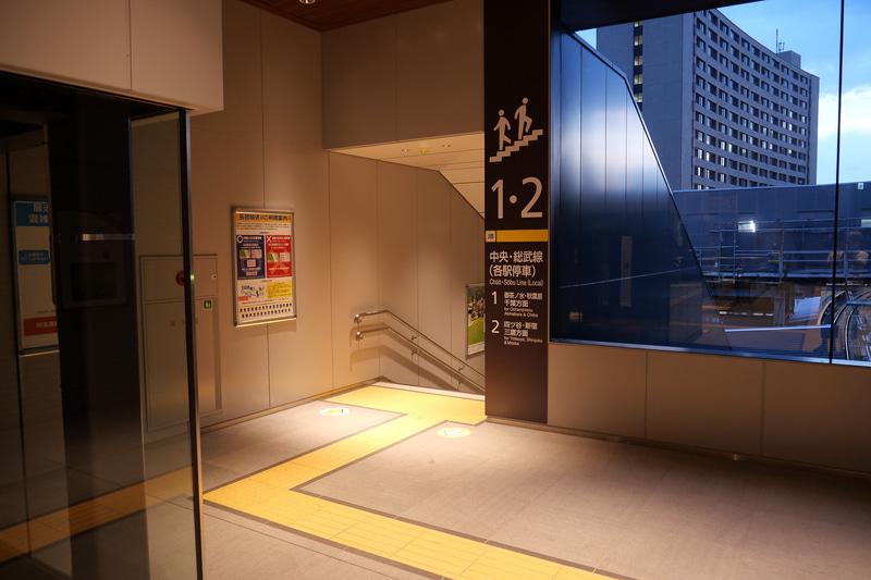 東京寄りの階段