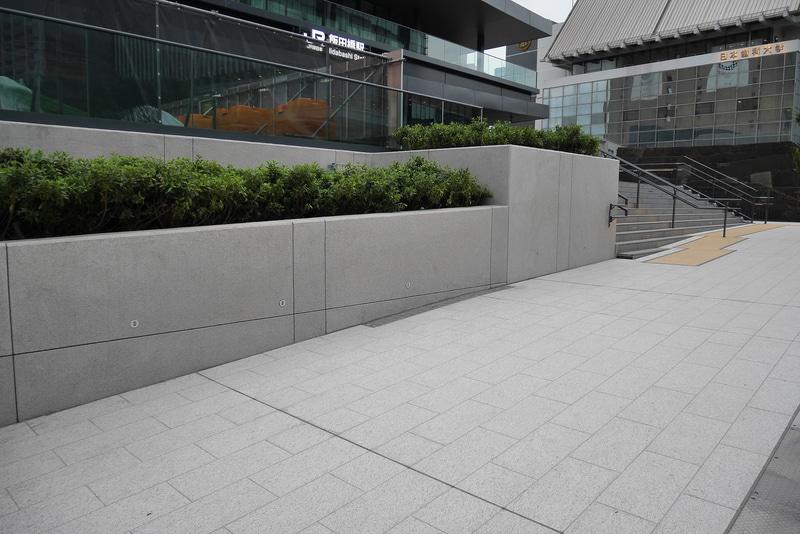 歩行者空間には植栽も設置