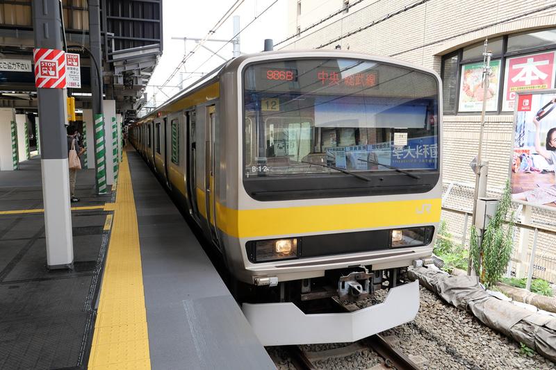 1番線に停車する列車