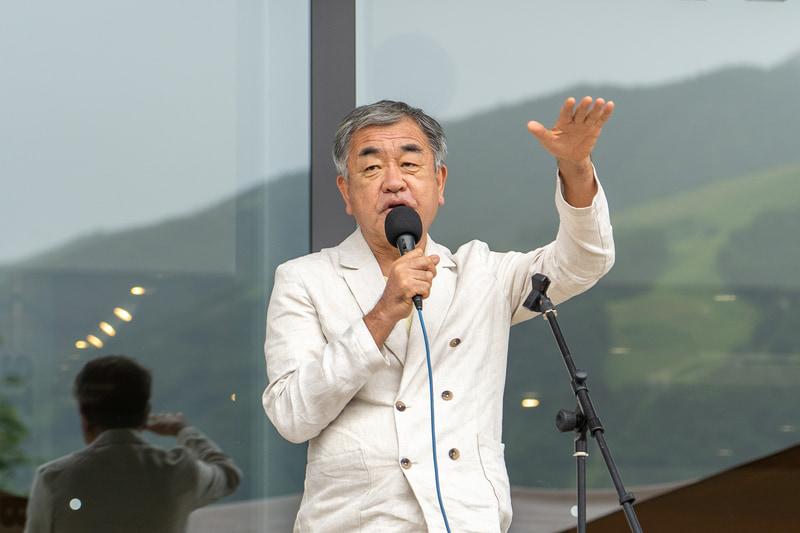 建物の意匠設計を担当した建築家で東京大学教授の隈研吾氏