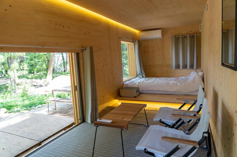 ピクチャーウィンドウからの景色を楽しみながらプライベート感を味わえる「住箱-JYUBAKO-」。ヒノキの香りに癒やされます