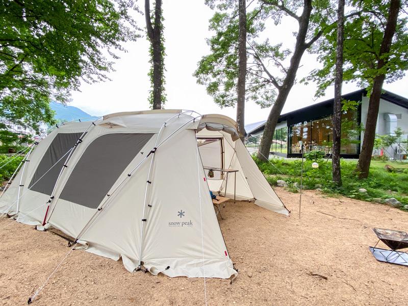 テント1区画はおよそ10×10mサイズで、定員は5名まで