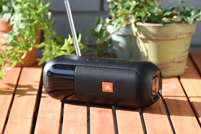 FM対応ポータブルBluetoothスピーカー「JBL TUNER2 FM」が発売される。