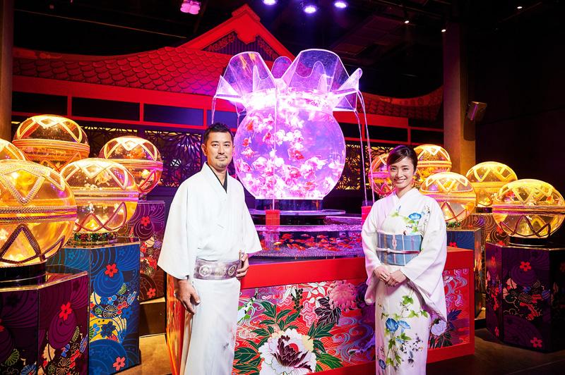 上戸彩さん(右)がオープニング広報大使に就任。作家・総合プロデューサーの木村英智氏(左)と