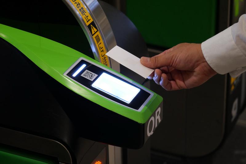 JR東日本は、9月9日からQRコードを利用した乗車券の実証実験を開始した