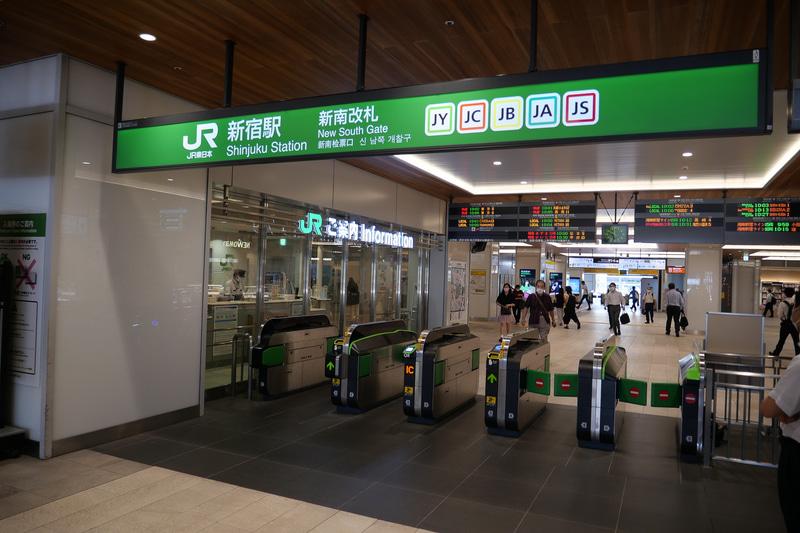 実証実験は、新宿駅新南口改札と高輪ゲートウェイ駅改札で行なわれる