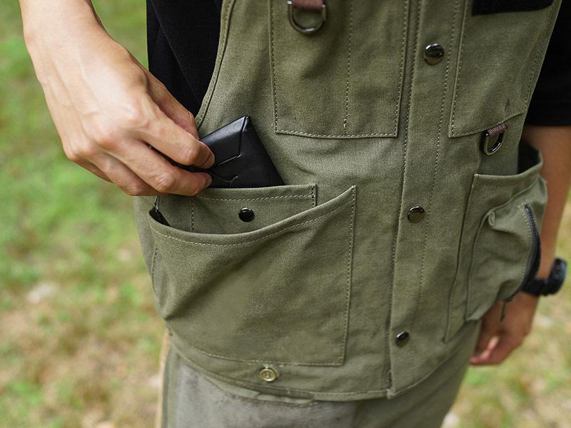 スナップボタン付き内ポケット